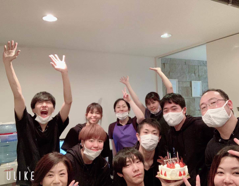 スタッフの誕生日もみんなでお祝い