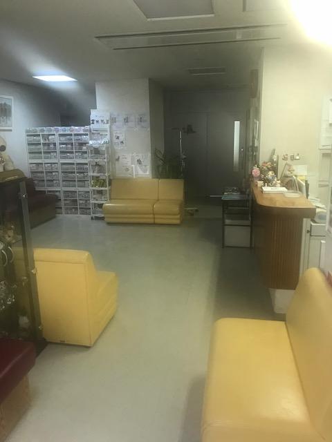 広々とゆったりした待合室。