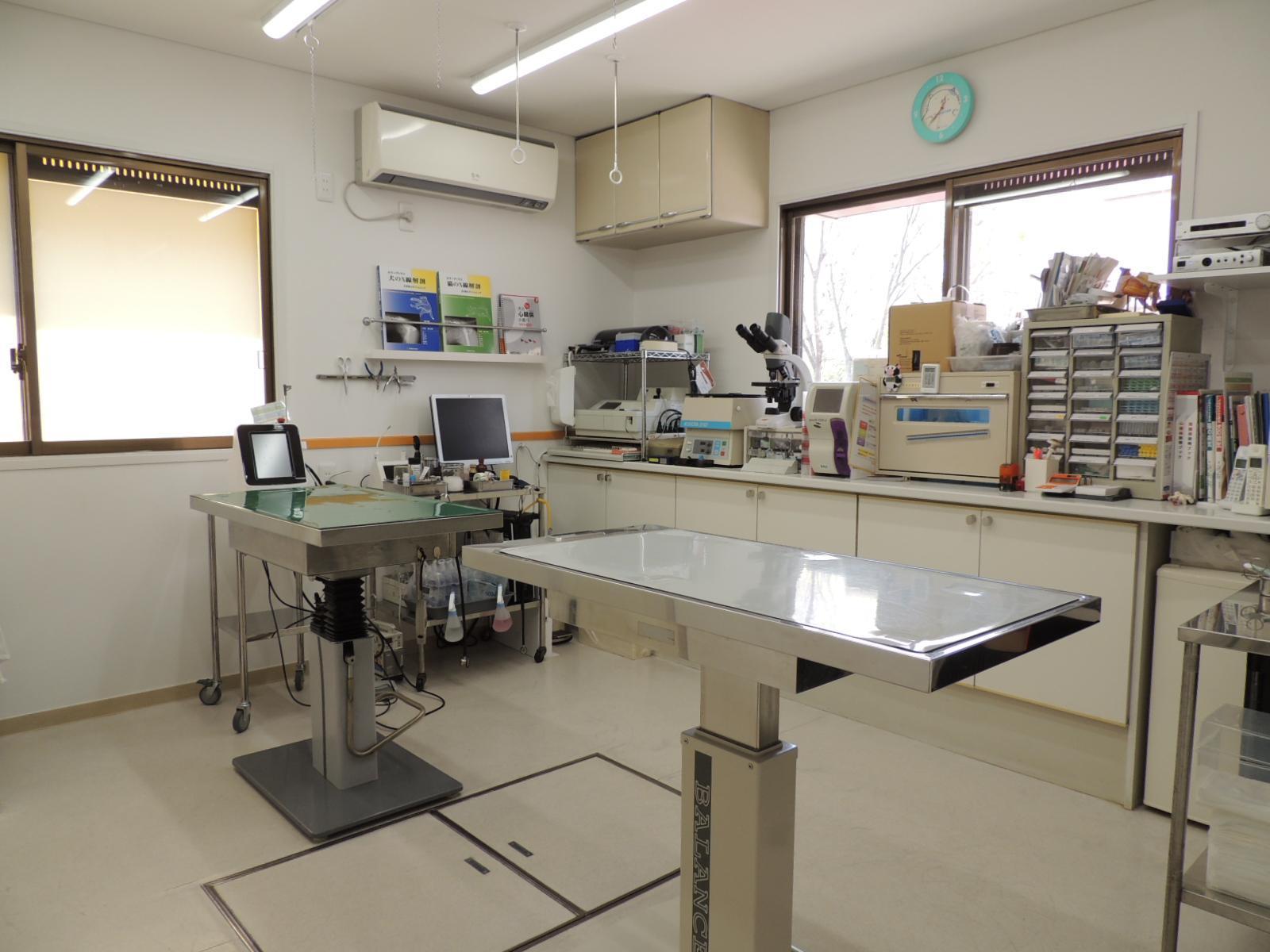 診察室です。診察台は2台あります。