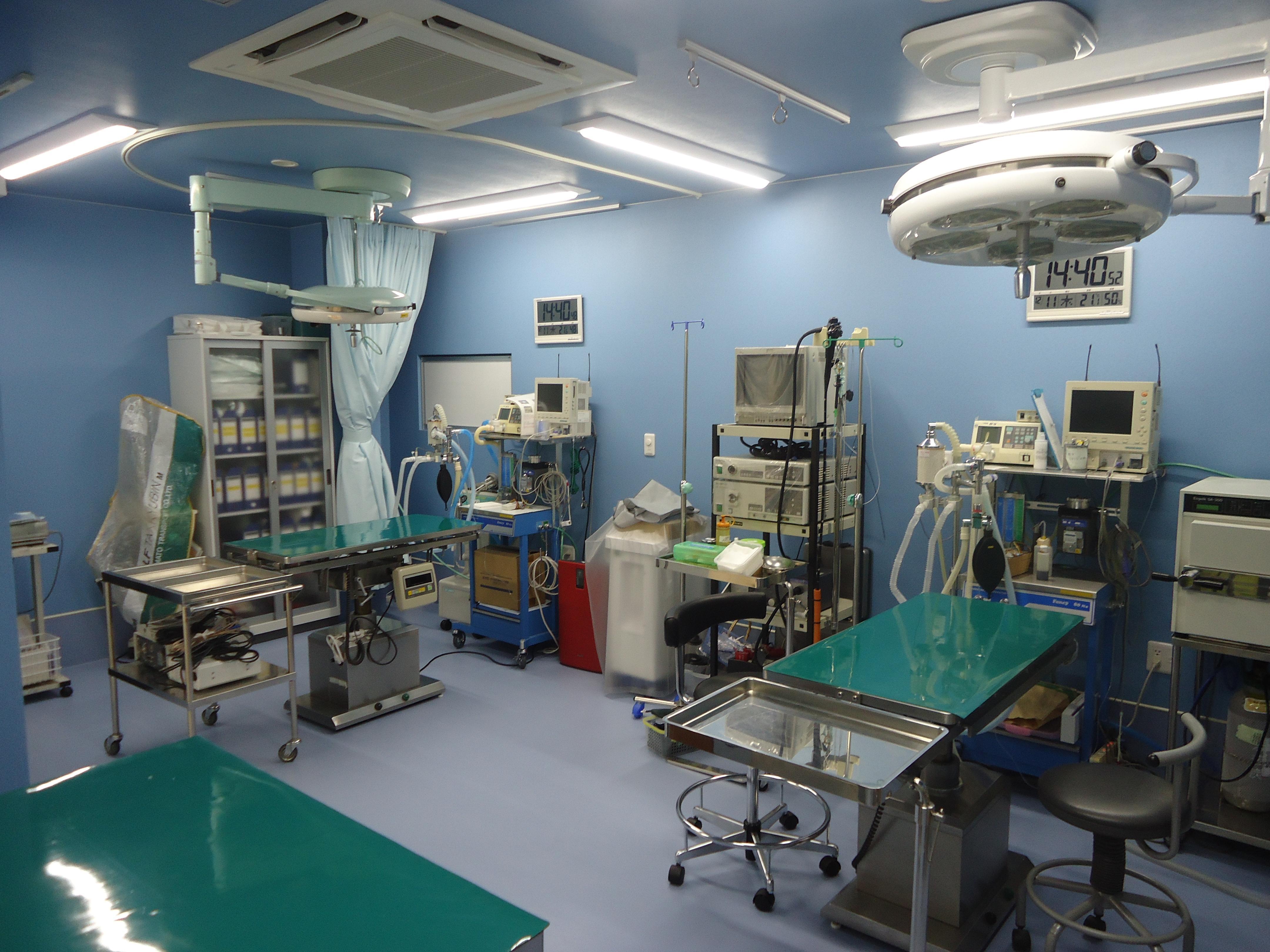 新しく広い手術室です。