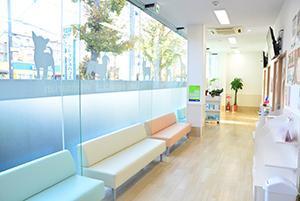 第2病院の待合室も明るいです