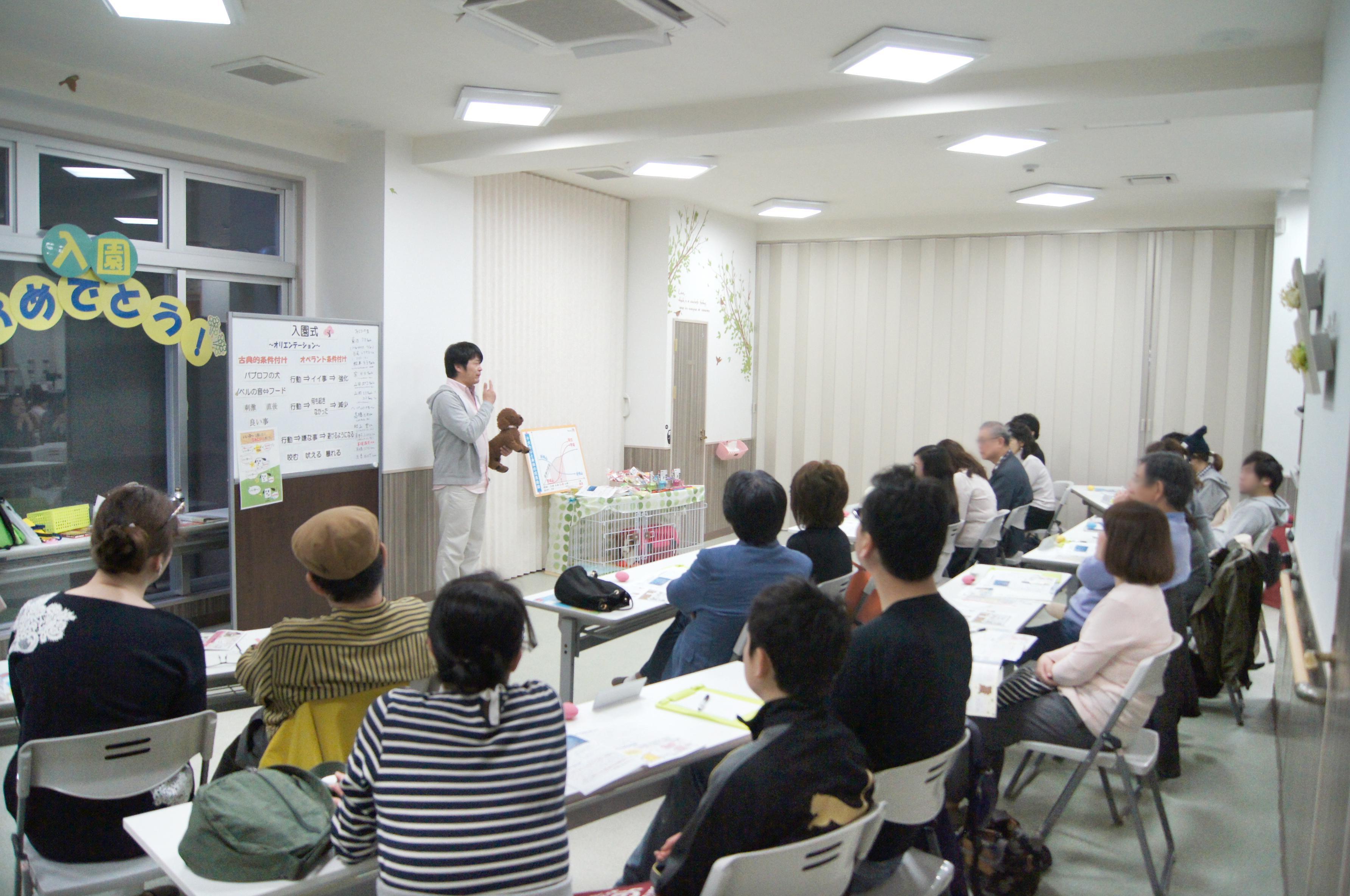 各種講義も催しています。スタッフも参加できます。