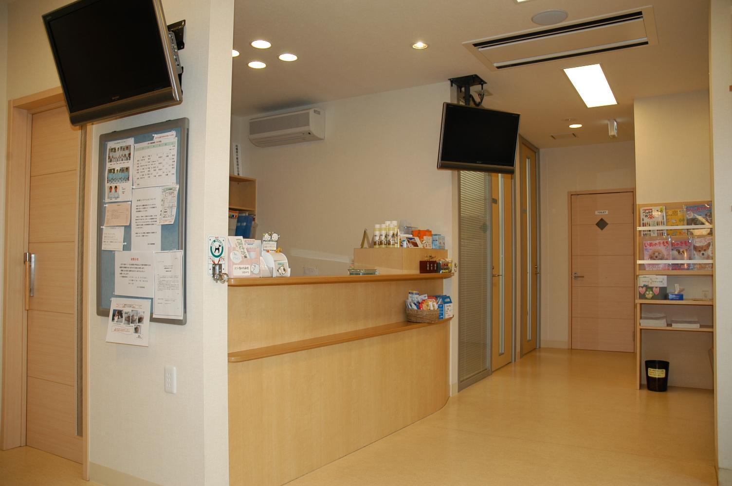 病院受付です