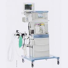 麻酔機と手術モニター:2018年に人でも使われている最新のモデルを購入。肺への負担を最小限にした人工呼吸と、その際の状態の細かなモニタリングが可能となりました。
