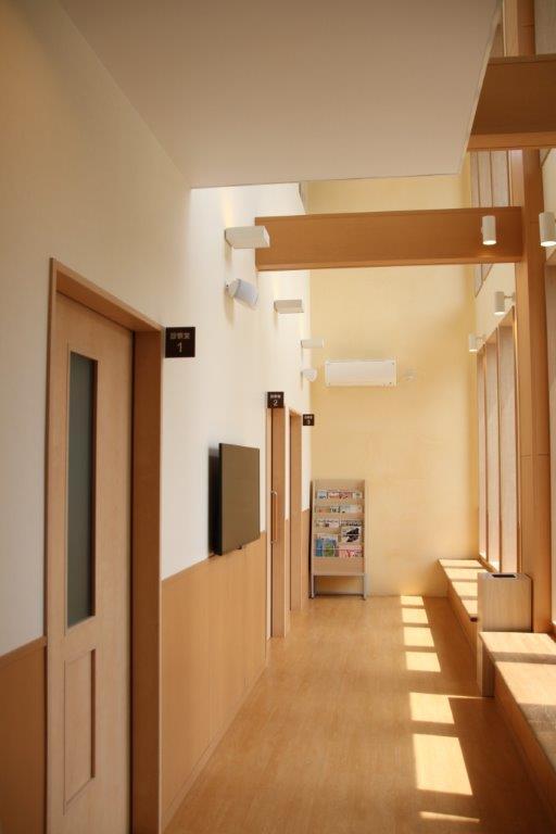 診察室3部屋の待合室です